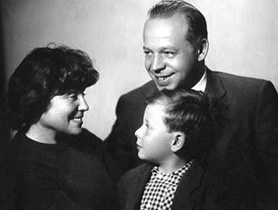 Егор Гайдар с родителями