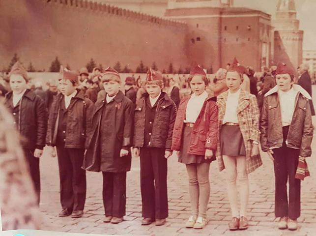 Андрей Продеус (третий слева) в школьные годы