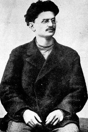 Лев Троцкий в 1900 г.