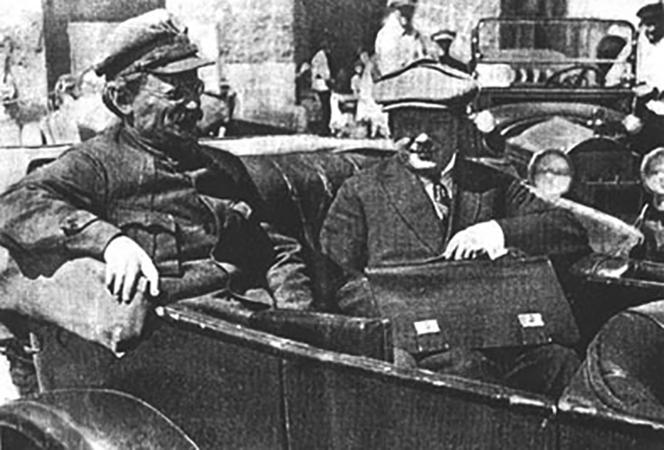 Лев Троцкий в 1923 г.