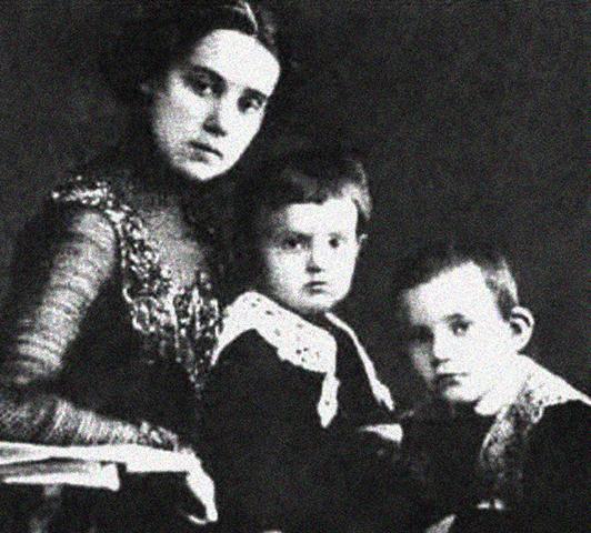 Ольга Барановская с сыновьями Олегом и Глебом
