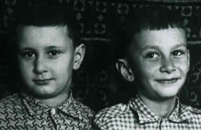 Константин (справа) с братом Валерием