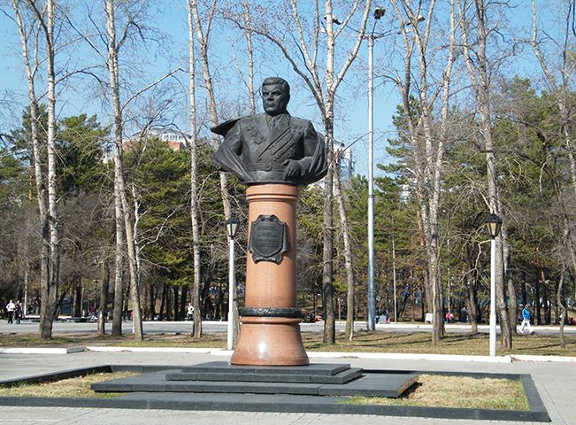 Бюст Р. Малиновскому в Хабаровске