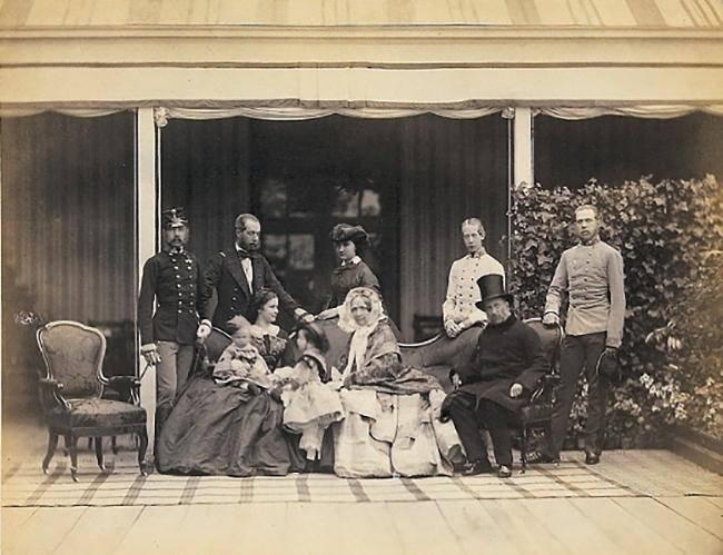 Франц Иосиф I с семьей (фото 1859 г.)