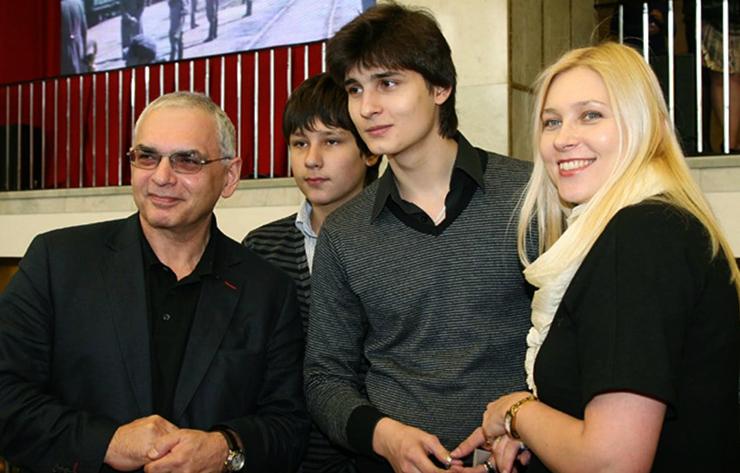 Со второй женой и сыновьями