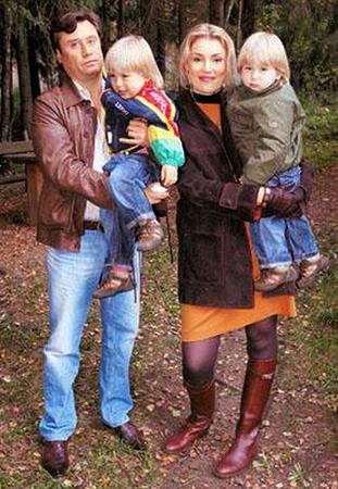 Мария Шукшина и Борис Вишняков с детьми