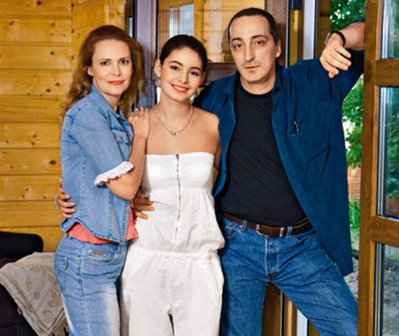 Алена Яковлева и Кирилл Козаков с дочерью Марией