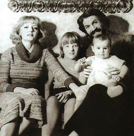 С Борисом Хмельницким и дочерьми