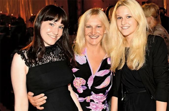 Жена Елена Батурина с дочерьми Еленой и Ольгой