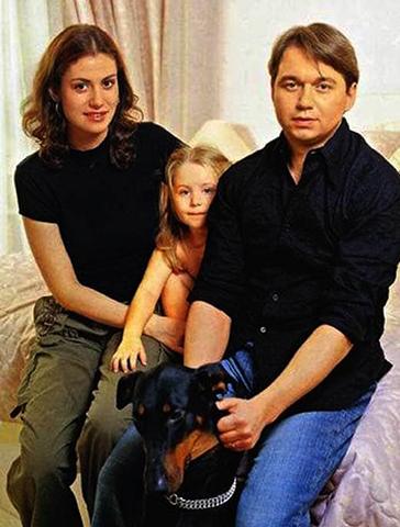 С первым мужем Анатолием и дочерью Златой