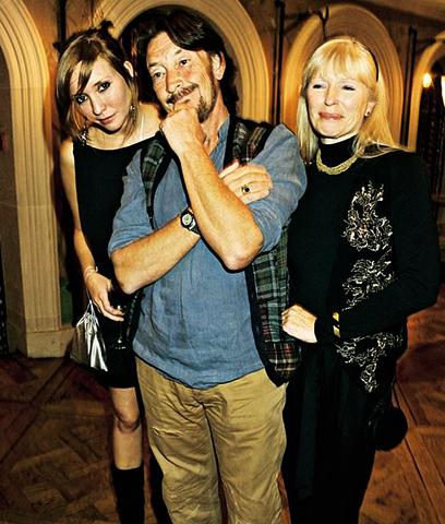 С женой Джоан и дочерью Джозефиной