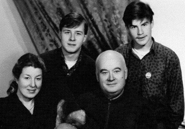 С женой Натальей и сыновьями Антоном и Николаем
