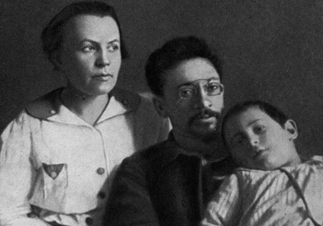 С женой Клавдией и сыном Андреем