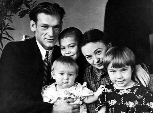 С первой женой Людмилой, дочерью Екатериной и детьми жены от прошлого брака