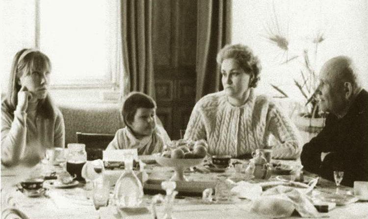 Семья (слева направо): Наталия (дочь), Анна (внучка) и Антонина Васильевна (жена)