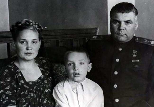 С женой и приемным сыном Германом