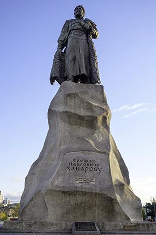 Памятник Ерофею Хабарову в Хабаровске