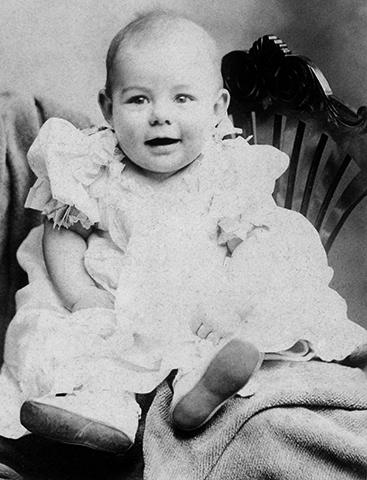 Эрнест Хемингуэй в младенчестве