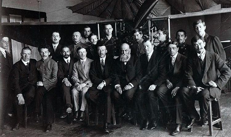 Н. Жуковский с членами кружка