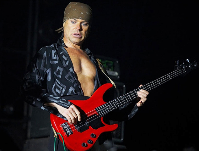Бас-гитарист Валентин Лезов