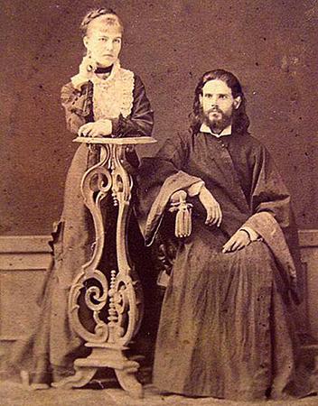 Родители — Наталья Федоровна и Роман Петрович