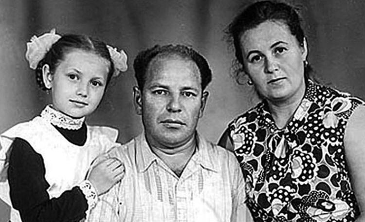 Таисия Повалий с родителями