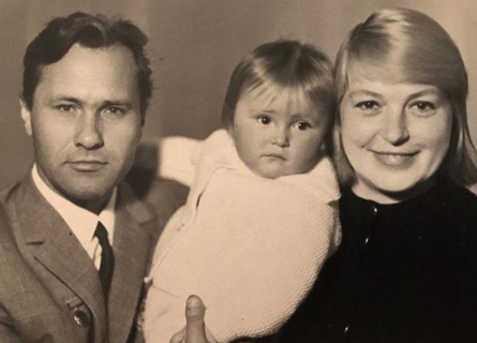 Мария Шукшина с родителями