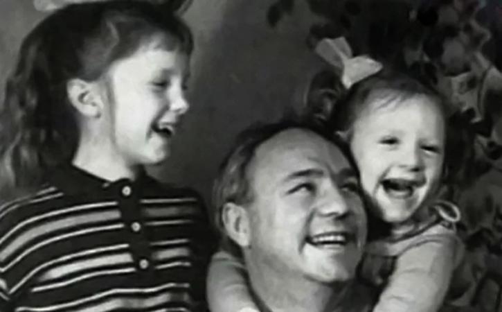 Николай Рыбников с Аленой и Ариной