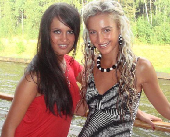 С сестрой в молодости