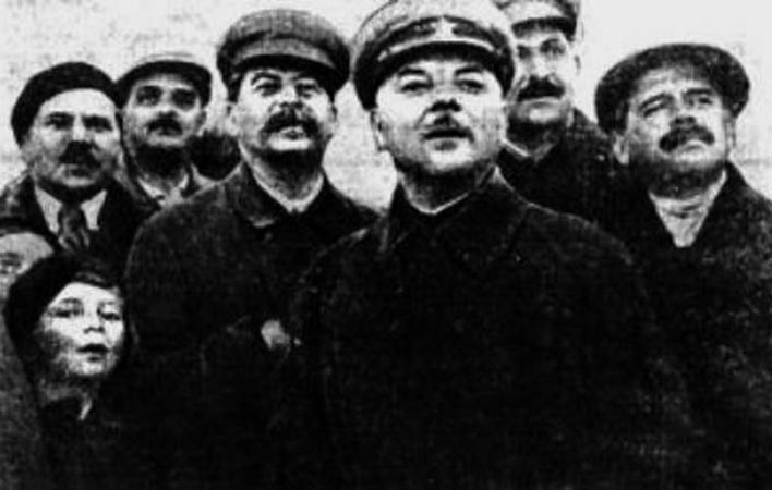 О. Аросева и И. Сталин на авиационном параде в Тушино