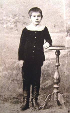 Александр Беляев в возрасте 10 лет
