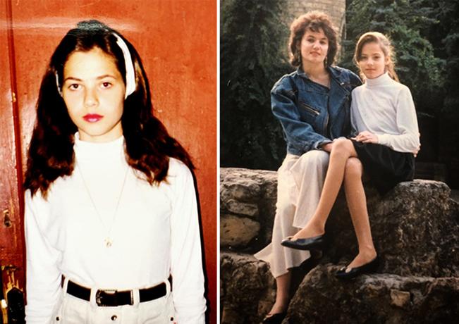 В юности (справа с мамой)