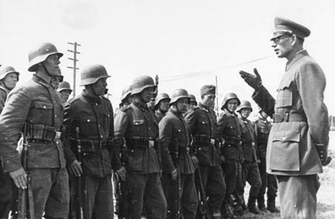 Генерал Власов и солдаты РОА