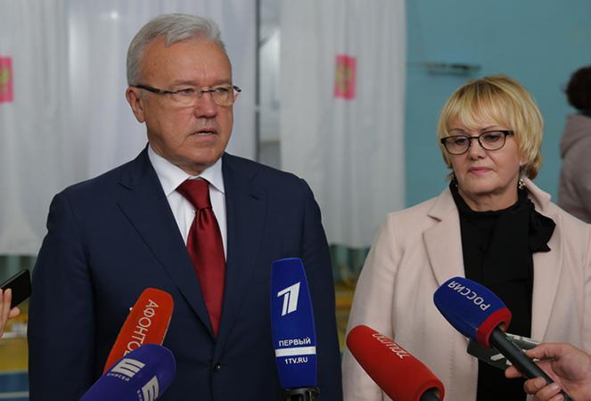 С женой Людмилой
