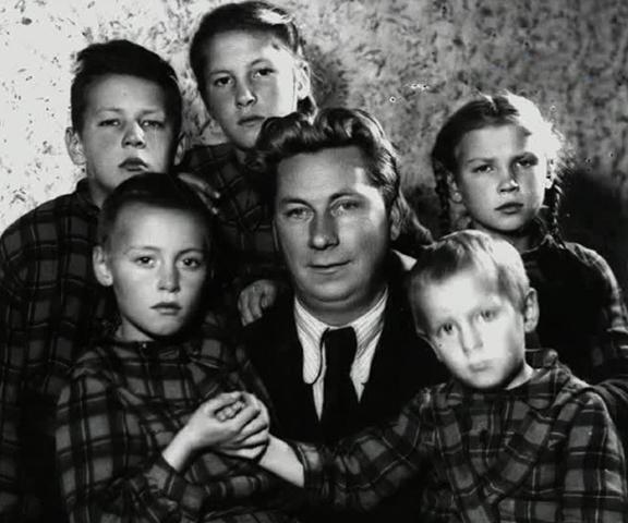 Василий Меркурьев с детьми