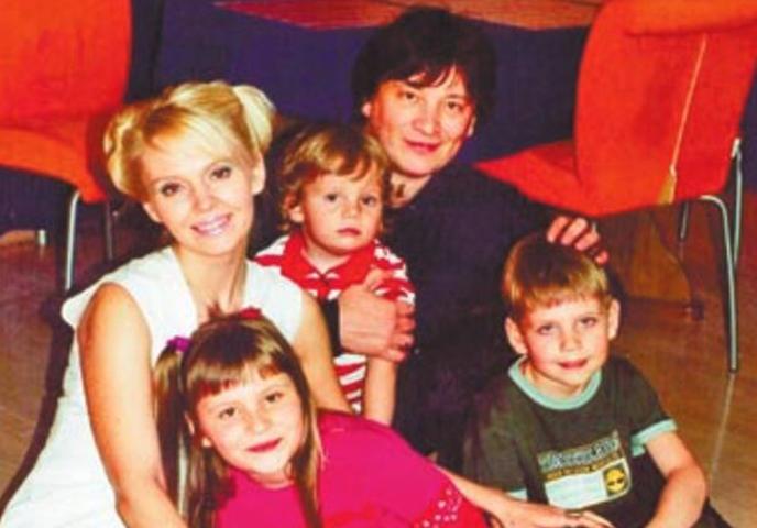 Анна Шульгина с родителями и братьями