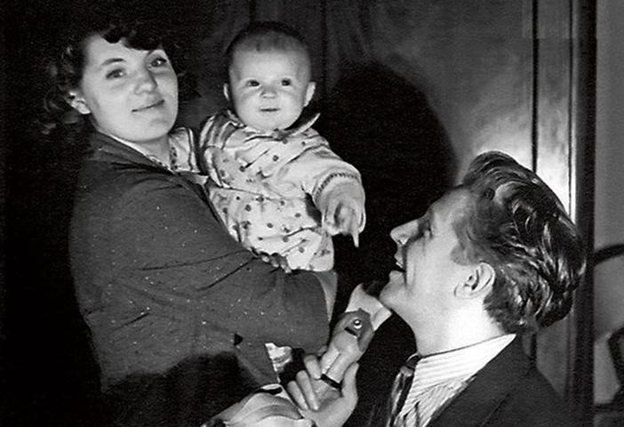 С первой женой Зинаидой и сыном Иваном
