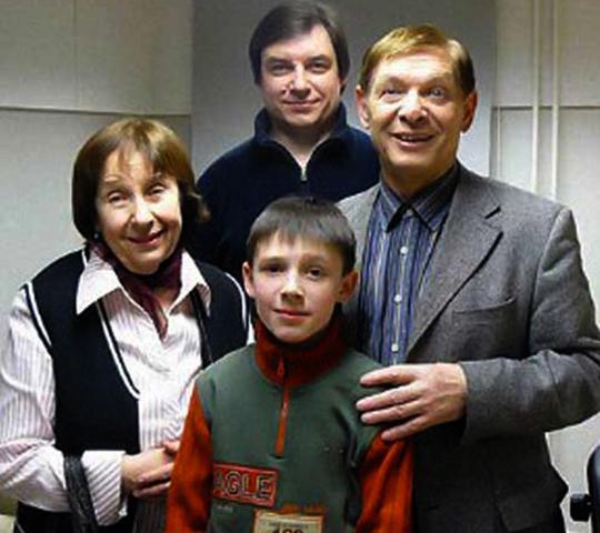 С женой, сыном и внуком