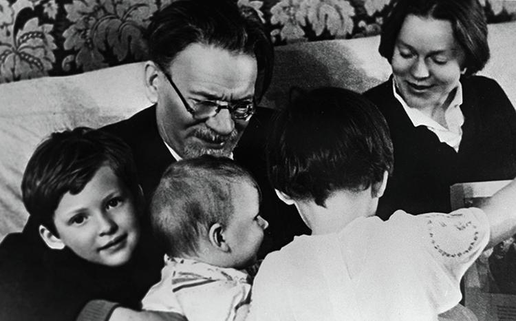 С дочерью Юлией и внуками