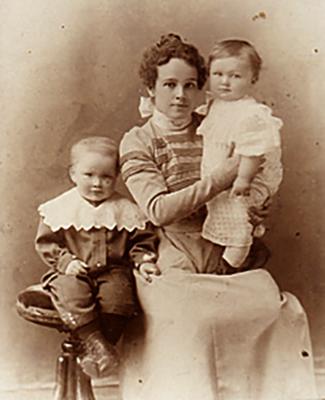 Первая жена Мария Фёдоровна с сыновьями Борисом и Юрием