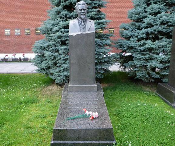 Могила М.И. Калинина у кремлевской стены
