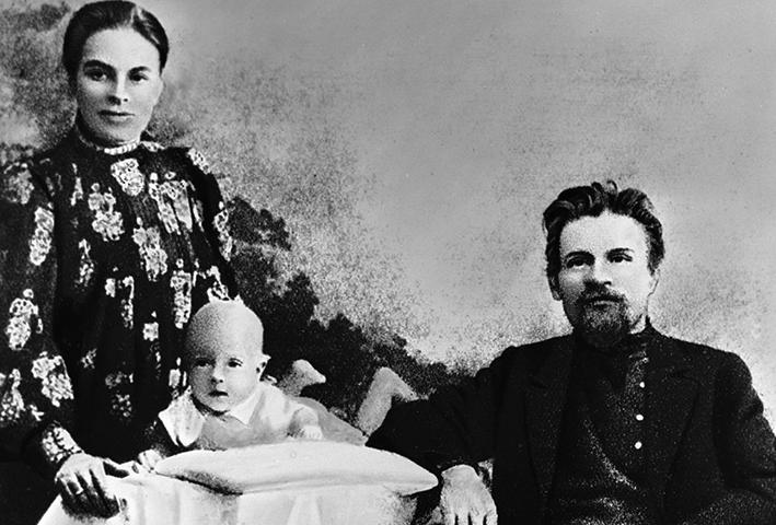 С Екатериной и Валерианом (1908)