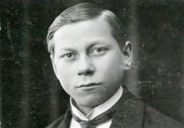 Василий Меркурьев в молодости