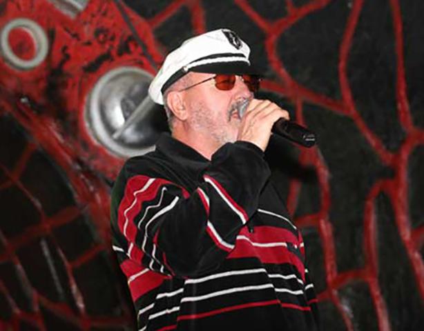 Владимир Асмолов на сцене