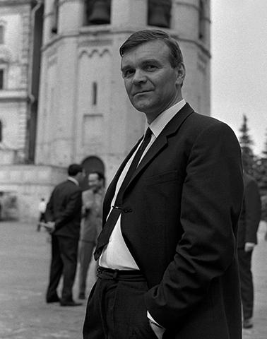 Писатель Юрий Бондарев