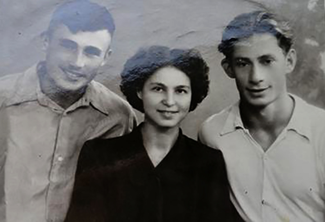 София Губайдулина, Марк Ляндо (справа), Ильгиз Биянов (1954)