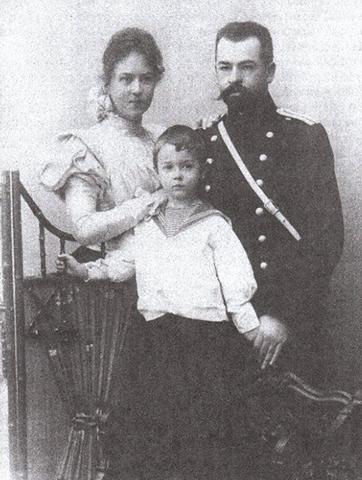С первым мужем Владимиром и сыном Михаилом