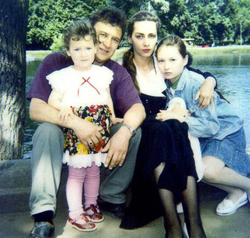 С семьей в молодости