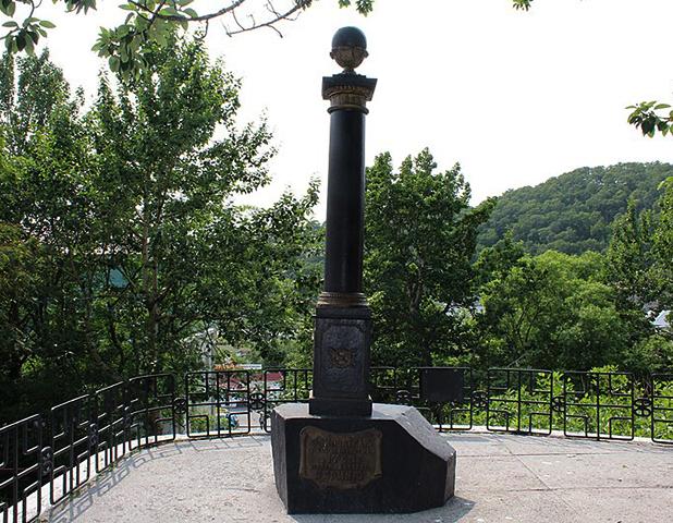 Памятник Витусу Берингу в центре Петропавловска-Камчатского