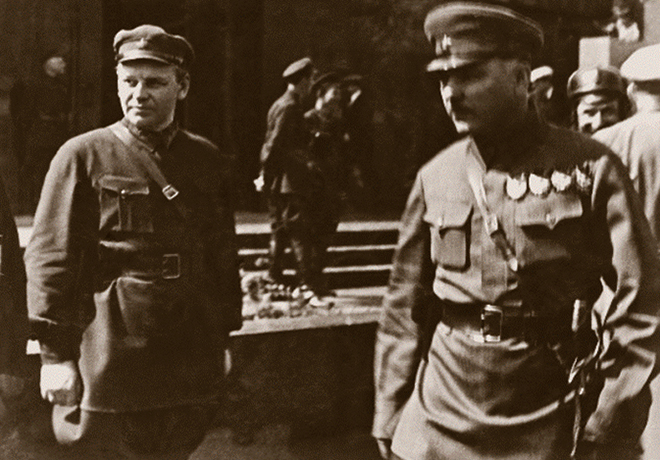 Н. С. Власик и К. Е. Ворошилов у мавзолея В. И. Ленина (начало 30-ых годов)